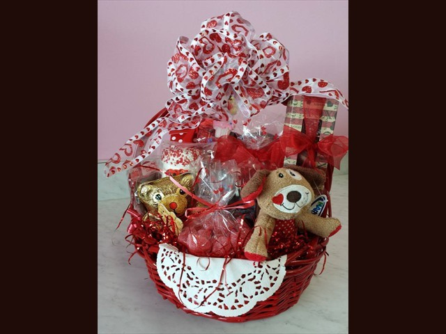 custom_sweetheart_basket